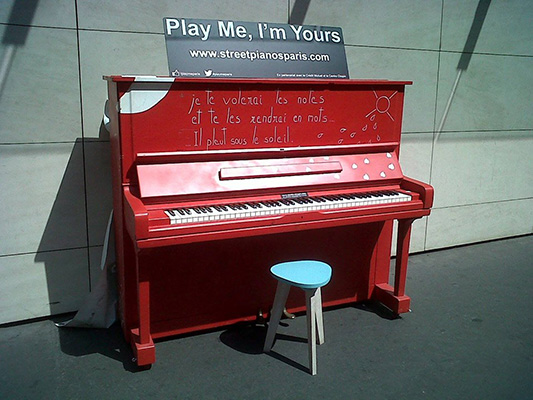 Play Me I'm Yours Paris - juin juillet 2014 - Devant RTL (Paris) - © photo Katrina